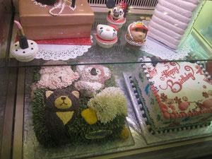 これ、デコレーションケーキ。
