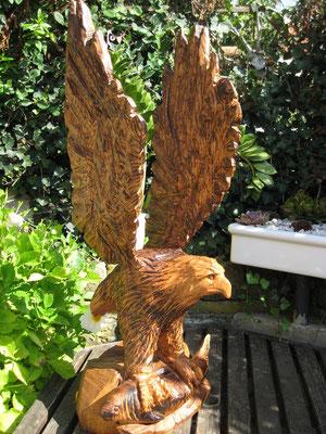 Adler mit Fisch, 100cm hoch,Eiche