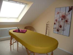 In dem gemütlichen Raum können Sie sich während der Behandlung entspannen