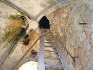 Voûte d'ogives et accès au clocher. © TEMPLE DE PARIS