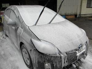 1、温水高圧洗車機による洗車