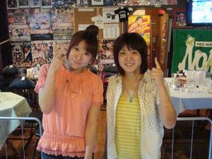 春日萌花選手(左)、渋谷シュウ(右)