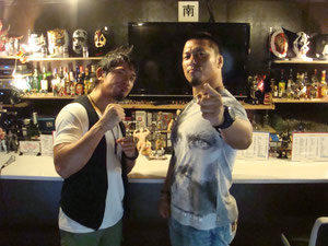 YAMATO選手(左)、鷹木信悟選手(右)