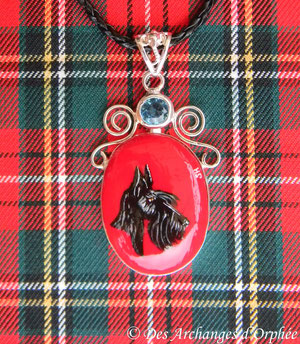 Pendentif corail rouge Scottish terrier.