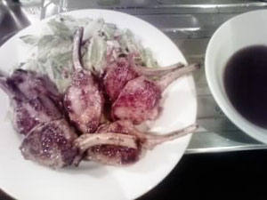 今晩はラムチョップ 一応野菜もあり
