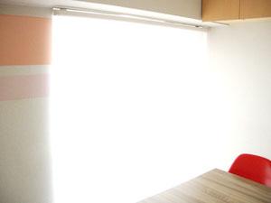 表参道渋谷 青山通りの貸し会議室にロールスクリーンを追加