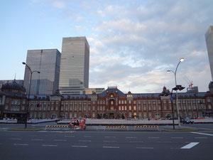 東京駅 夕日は雲に隠れた