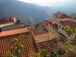 Über den Dächer von Delphi