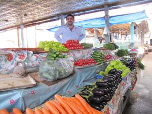 Gemüseund Früchtemarkt