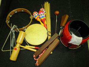 この芝居で使う楽器たち