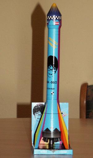 """Umgefärbte Rakete von Heinz Vogrin, Marke """"Astro Margit"""". It's Magic - YEAH!"""