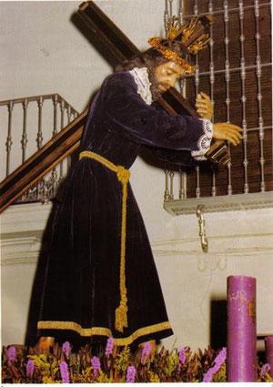 El Nazareno con su túnica de diario, en el traslado que efectuó en el año 2000 desde la Veracruz hasta Santa Marina.