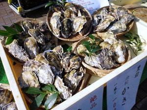九州の焼き牡蠣の実演販売
