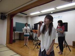 クラリネットも吹ける歌手・ユイ!