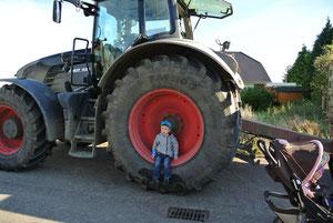 Lars im Traktorglück