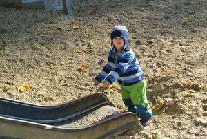 da muss Sand auf die Rutsche