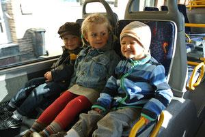 jippi,wir fahren mit dem Bus