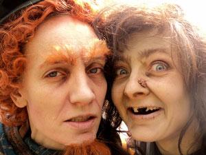 Zwerg Rumphold (Heidi Zengerle) und Hexe Emma beim Presse-Fotoshooting am 4.6.2012