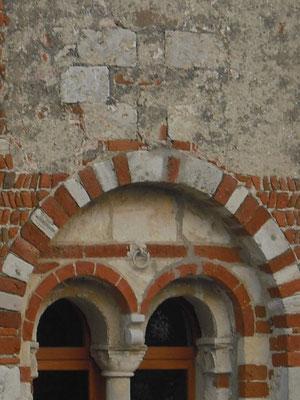 Croce tamponata, facciata ovest