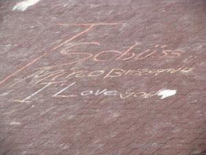 Liebeserklärung für Mirco auf dem Schulhof