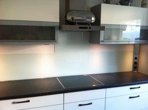 Küchenspiegel aus 6mm ESG weiß hinterlegt