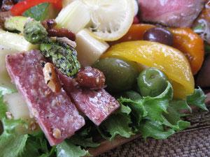 いろいろ野菜&オリーブなどのピクルス。さっぱりと美味!