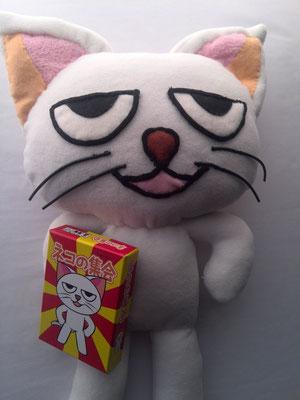 商品の出来に満足するネコアニキの図