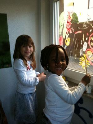 beim Fenster malen