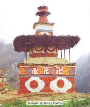 ドルポ式ボン教の仏塔。ワイルドです!