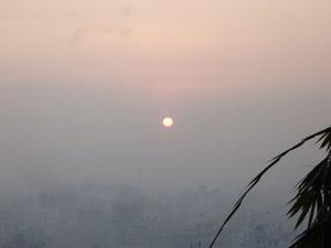 カトマンズに上る朝日
