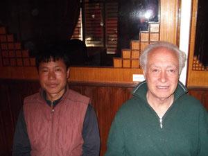 左)チベット医師 右)台湾の大学研究者(何度もいらっしゃっています)