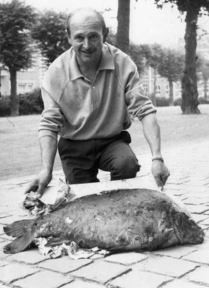 Une carpe de 14,800 prise en Meuse par maurice Levêque en 1969