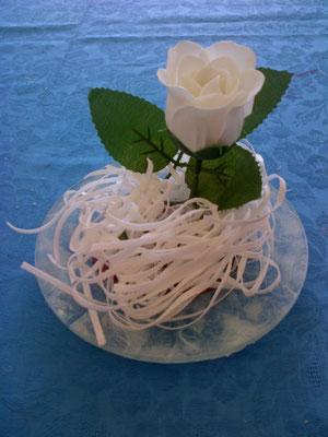 Rosa profumata di sapone con fili di sapone
