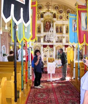 Nawa i oddzielający ją od sanktuarium ikonostas w cerkwi św. Dymitra Męczennika we wsi Obručne na Słowacji