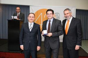Medalla al mérito por más de 25 años de Colegiación