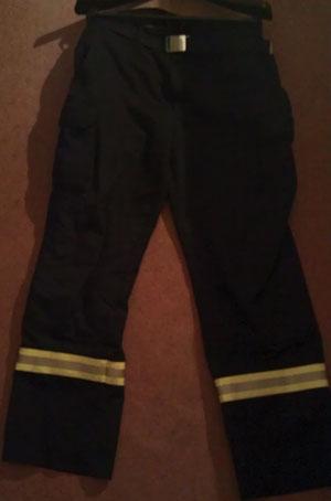 """Mit der """"Feuerwehr-Einsatzhose"""" ist jedes Mitglied der Gutendorfer Einsatzabteilung ausgestattet."""