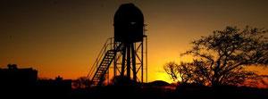 Die Sternwarte bei Sonnenuntergang