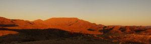 Sonnenuntergangsstimmung gegen das Gamsberg-Plateau