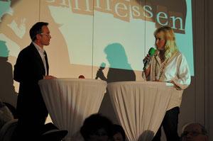Antje Fries wird von Kriminalhauptkommissar Peter Metzdorf verhört