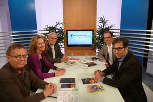 Timothy McNeal, Friedrike Harig, Wolfhard Klein, Moderator Jens Doumen und Jürgen Heimbach bei der Aufzeichnung der Gesprächssendung bei gutenberg.tv