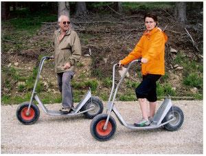 mit meiner Tochter beim Rollerfahren