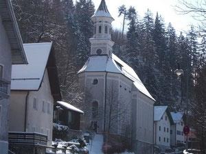Frau am Berg Kirche