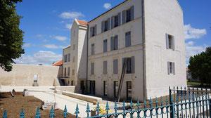 Le château 16 juillet 2012. L'entrée se fera par la porte ouverte.