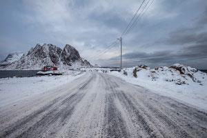 Autofahren und Strassenverhältnisse auf den Lofoten im Winter