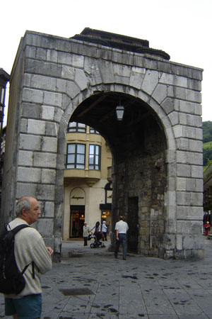 Porte de Castille sur la Triangulo Plaza