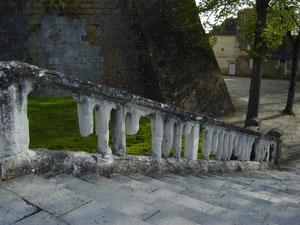 montée vers le château que nous n'admirons que de l'extérieur... Datant du XVè, édifié pour les ducs de Beauvillier à l'emplacement d'une forteresse féodale des comtes de Blois