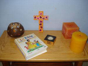 Dans la classe, un coin Jésus est installé...