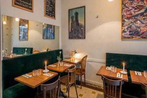 Tables de bistrot vintage en bois massif pour restaurant