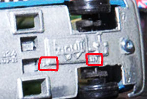 """Base del Seat 124 SC, donde puede llegar a verse una """"M"""" y luego parte de una """"A"""" con """"IN"""", """"Made in Spain"""" (Foto propia)"""