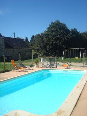piscine et balançoire